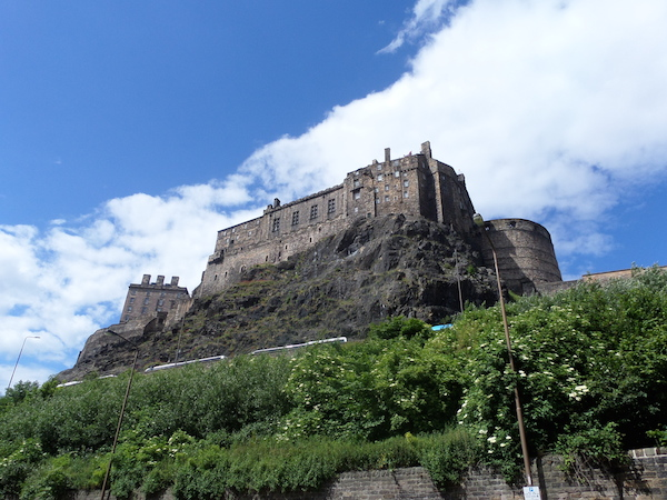edinburgh-castle-from-below